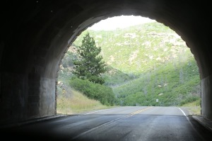 tunnel-427057_640